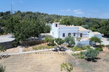 Magnificent 2 bedroom renovated Quinta and 3 bedroom modern extension