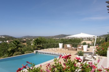 High spec three bedroom villa with swimming pool for sale